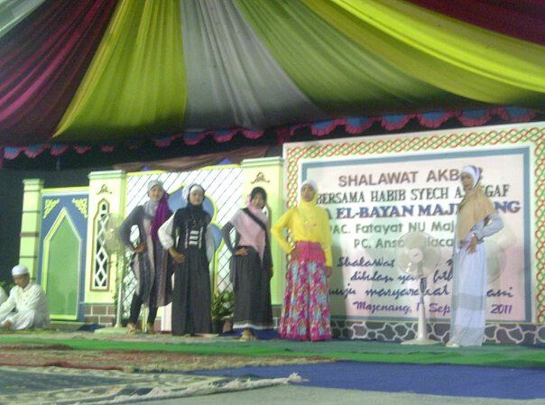 Peragaan Busana oleh Santriwati MA El Bayan